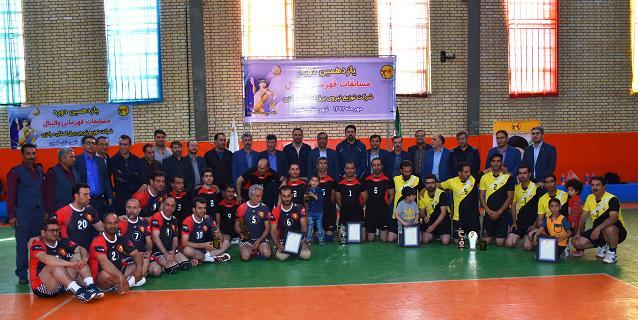 قهرمانی تیم توزیع برق ساوه در مسابقات والیبال توزیع برق استان مرکزی